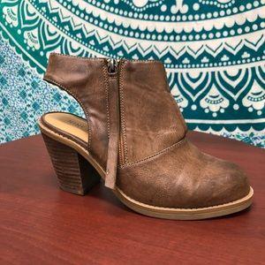 Nine West heeled cutout bootie